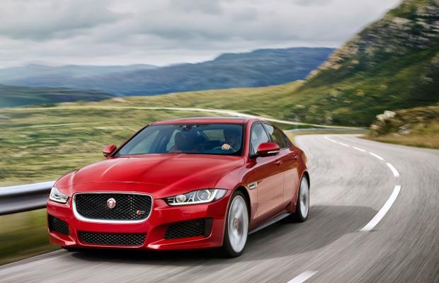 Седану Jaguar XE добавили полный привод