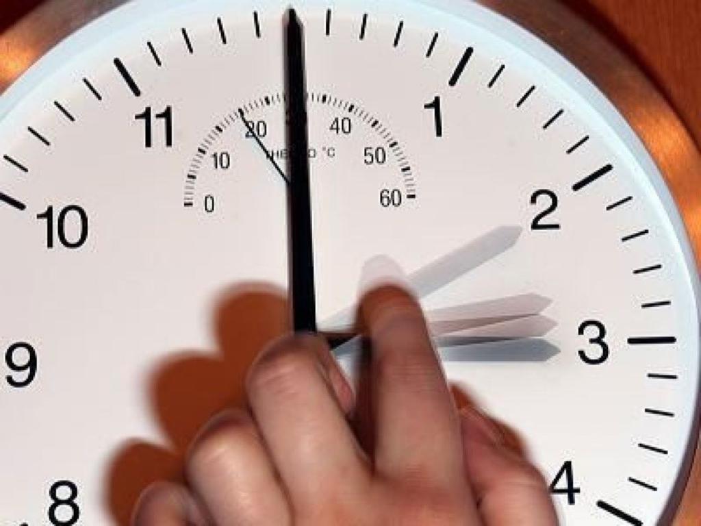 Госдума приняла во втором и третьем чтениях закон, согласно которому забайкальский край будет относиться к 8-й часовой зоне и, таким образом, стрелки часов в регионе будут переведены на час вперед.