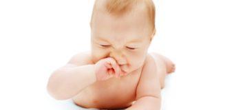 Насморк у новорожденных: лечим правильно