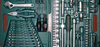 Какие инструменты необходимо держать с собой в машине