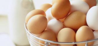Выбираем свежие куриные яйца