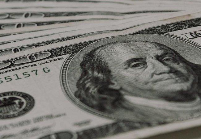 Почему в американский доллар вкладываются инвесторы?